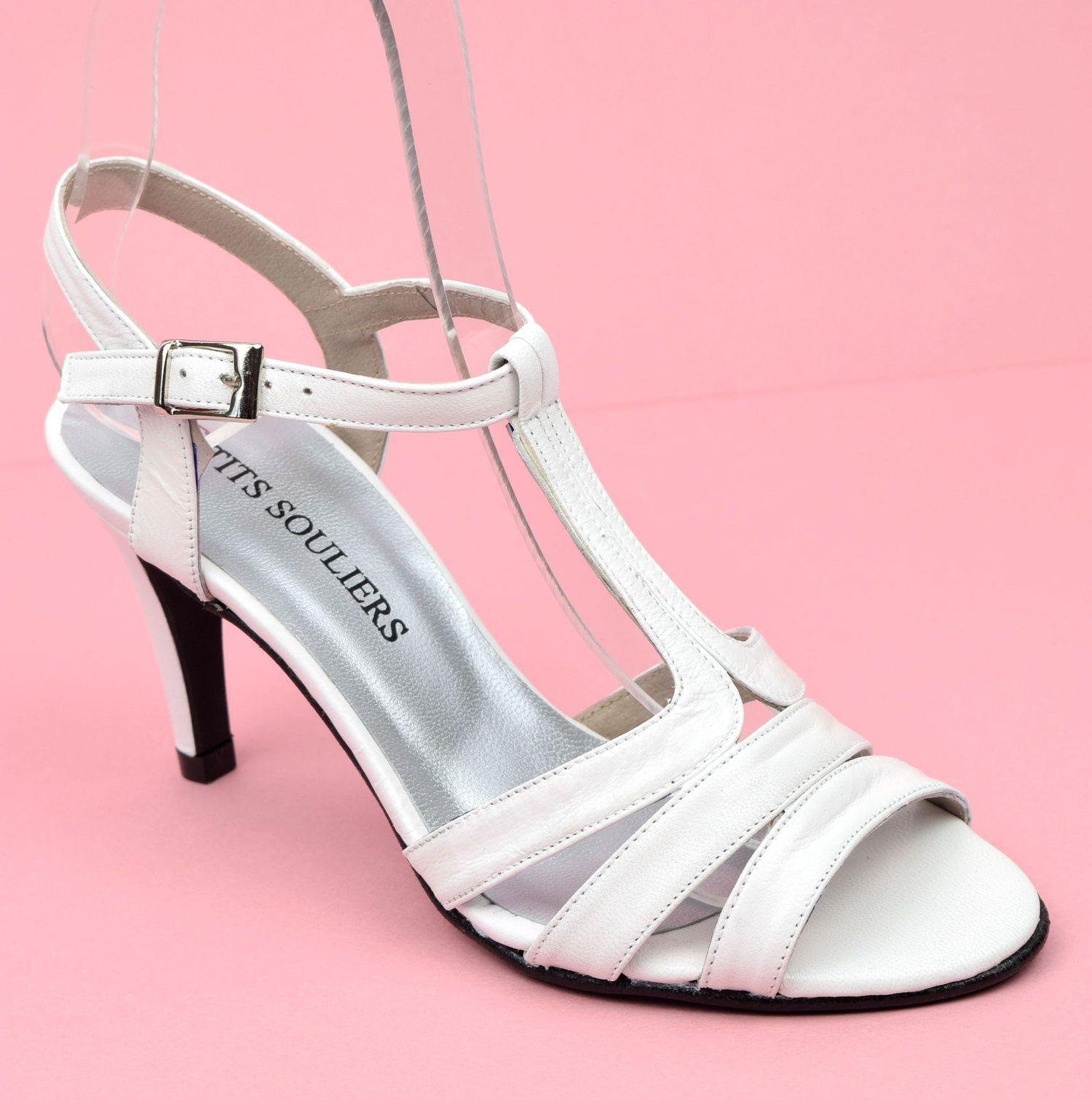 chaussures de sport 3626c e05a1 Sandales cuir mate, Brenda Zaro, blanches, talons 8 cm ...