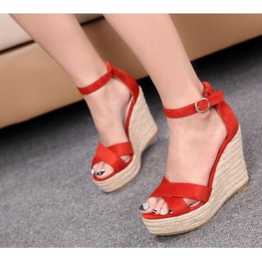 Sandales compensées aspect daim, rouges, Maisie, femmes petites pointures.