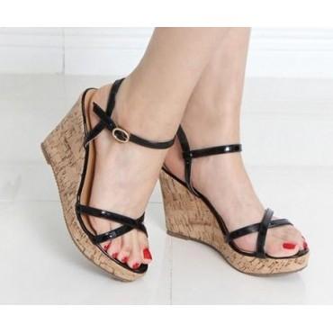 Sandales vernies, noires, talons compensés aspect liège léger, Namira